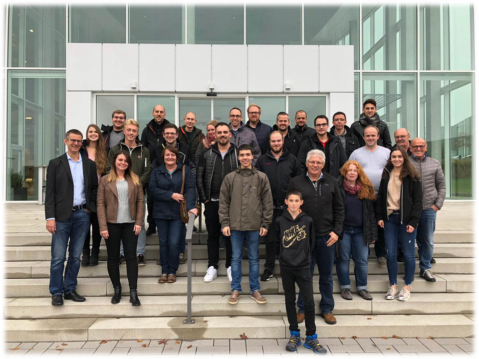 Gruppenfoto Teilnehmer/-innen